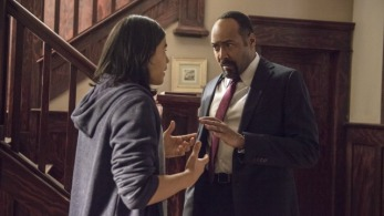 "The Flash -- ""The Nuclear Man"" -- Image FLA113B_0235b -- Pictured (L-R): Carlos Valdes as Cisco Ramon and Jesse L. Martin as Detective Joe West -- Photo: Cate Cameron/The CW -- © 2015 The CW Network, LLC. All rights reserved."